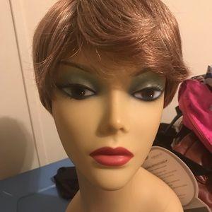 Other - Harlem 125 Air light blonde short wig F27/613